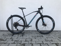 Mondraker Chrono Carbon 29 2020, carbon/light blue/flame red, XL - testovací bicykel